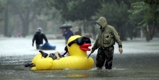 Evacuan Houston con ingenio