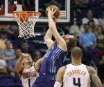 Hornets remonta y vence a Suns