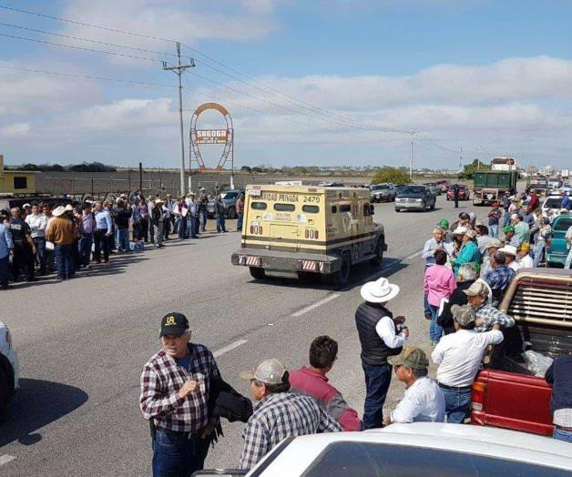 Campesinos amenazan con bloquear carretera federal