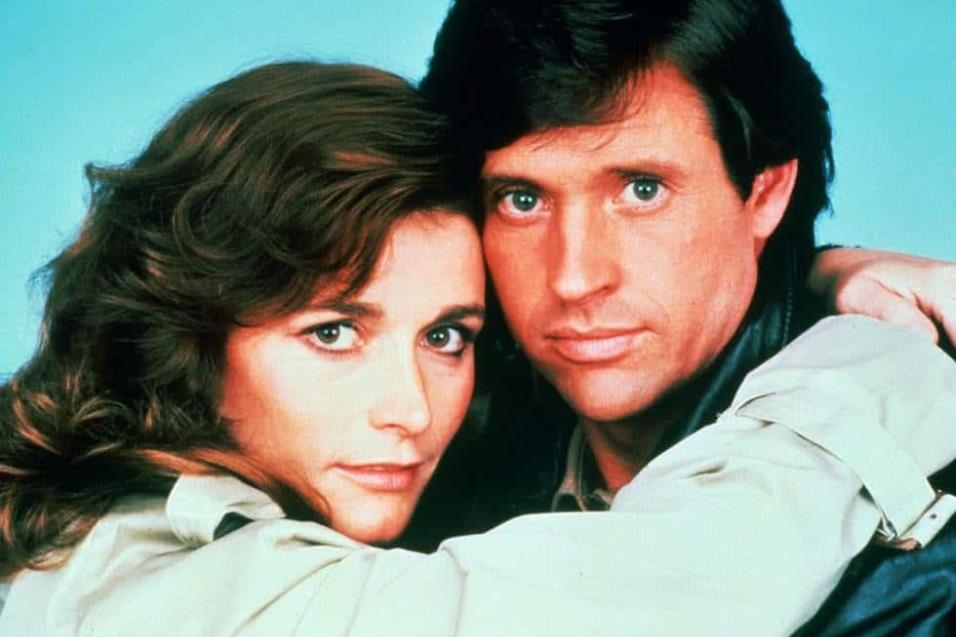 Margot Kidder y Robert Hays en Trenchcoat (1983) THE HOLLYWOOD ARCHIVE