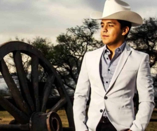 Christian Nodal recibe Disco de Diamante