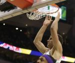 Bucks vencen a Lakers