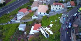 El lugar del mortal accidente de bus en Portugal, a vista de dron